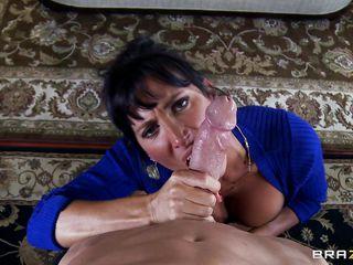 Порно жена заставляет сосать член любовника