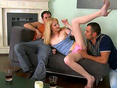 Видео молодые девки кончают