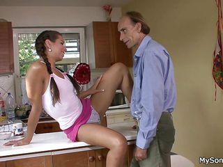 Смотреть порно со зрелыми мамашами