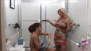 порно зрелая соблазнила молодого