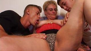 бабушка хочет секса